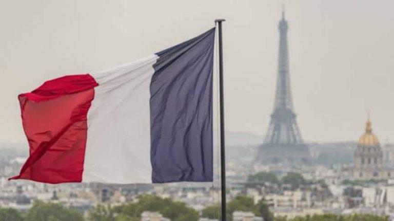 فرنسا تتعهد باستقبال 400 طالب لجوء