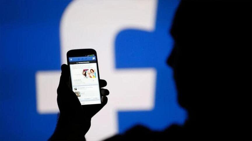 هاتفك يستمع إليك.. كيف تقتحمك الإعلانات على فيسبوك عندما ترغب بمنتج ما؟